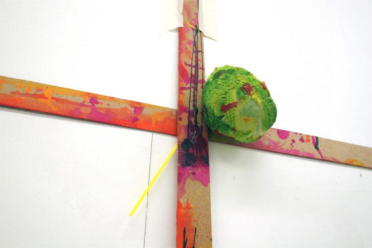 Kreuz_mit_Luftballon