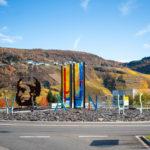 Kunst Im öffentlichen Raum, Cusanus Kreisel Bernkastel Kues, Glasawerkstätte Binsfeld Trier, Architekturbüro Berdi, ©Fotograf Scholer