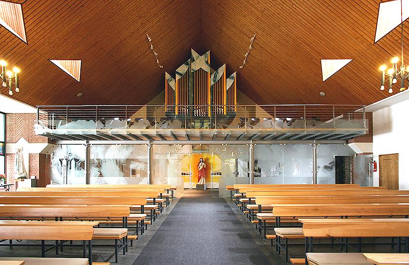 2_Kath. Kirche Emmelshausen, Altarwandmalerei, Glasgestaltung_Ätzmattierung_2007