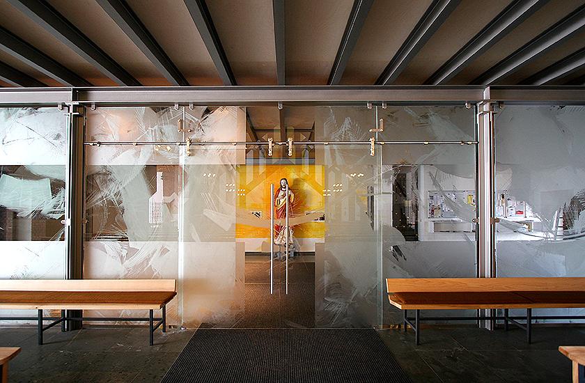 5_Kath. Kirche Emmelshausen, Altarwandmalerei, Glasgestaltung_Ätzmattierung_2007