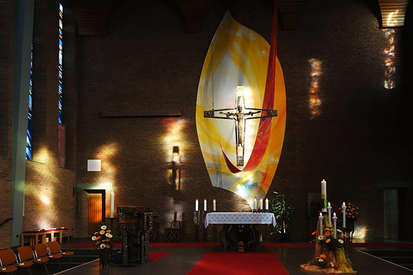 Klosterkirche der Styler Schwestern in Wickede- Wimbern, Rückwandgestaltung auf Leinwand