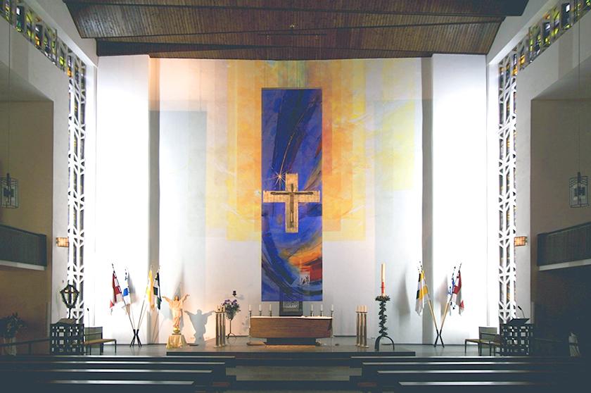 St. Elisabeth Hanau, Wandmalerei und 4 lit. Behänge