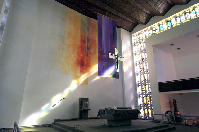 St. Elisabeth Hanau, Wandmalerei und 4 lit. Behänge_